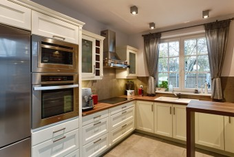ATLAS Eliza traditional shaker style kitchen in creme with wooden worktops